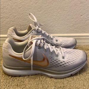 Women's Nike zoom running shoes